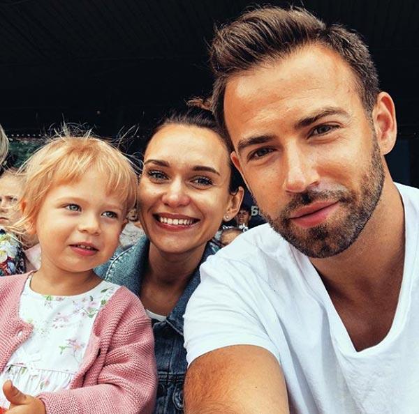 Сергей Шубенков и жена Виктория Панина с дочерью