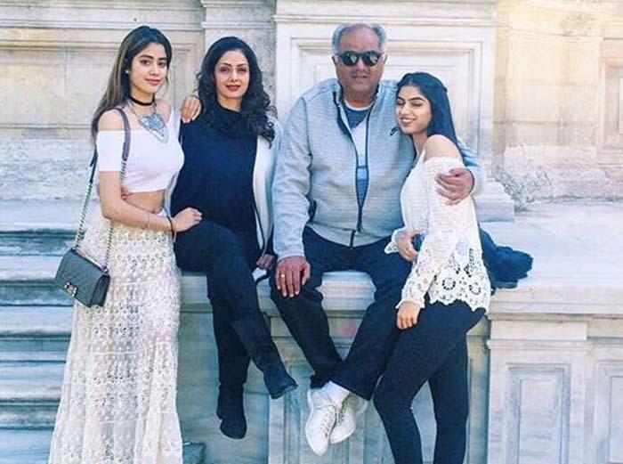 Шридеви с мужем и дочерьми