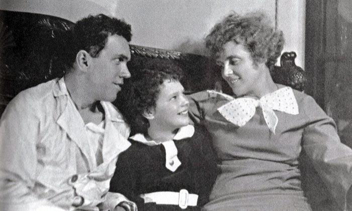 Светлана Баталова в детстве с родителями