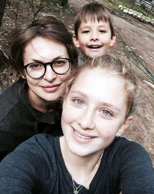 Светлана Бодрова с дочерью и сыном