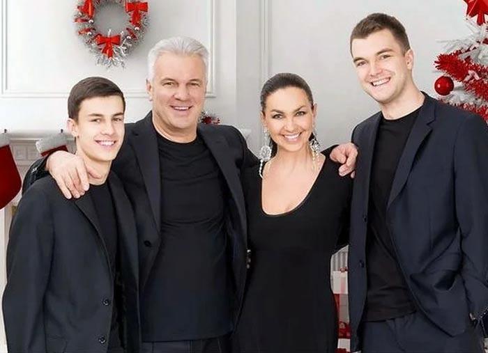 Светлана Боровская и Анатолий Котенев с детьми