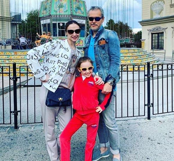 Светлана Захарова с мужем и дочерью