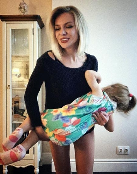 Юлия Бехтерева с дочерью