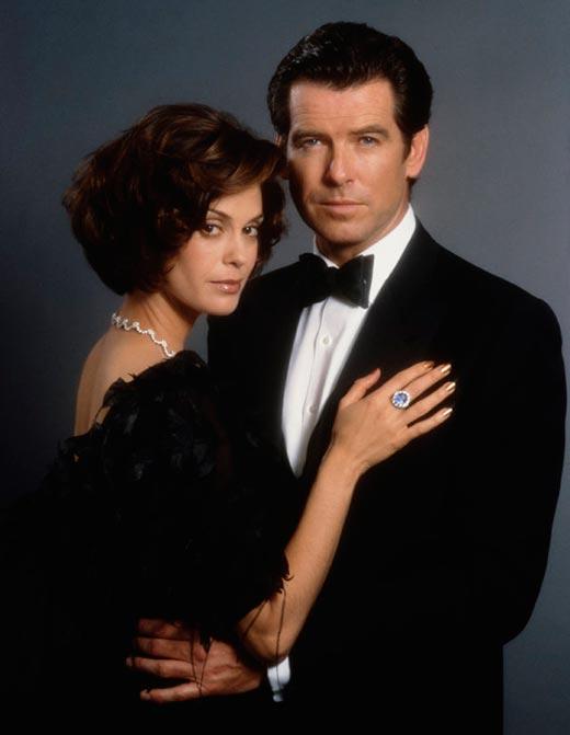 Тери Хэтчер и Пирс Броснан в роли агента 007