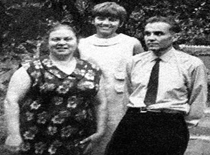 Василий Сухомлинский с женой и дочерью