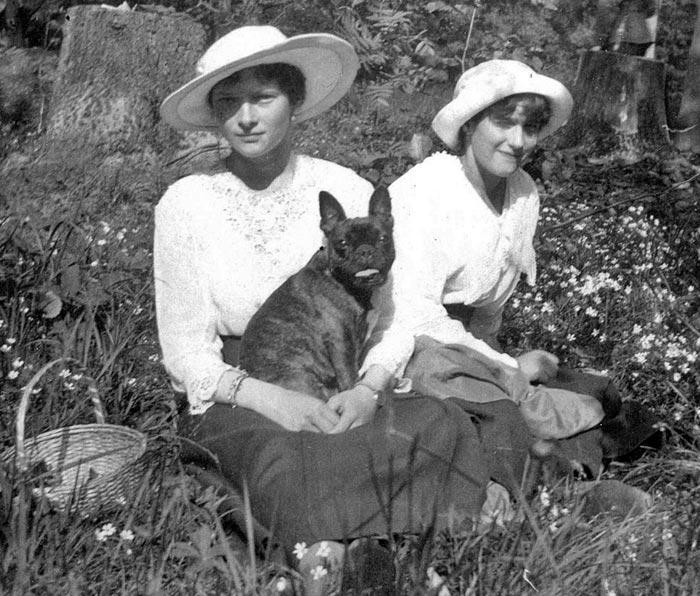 Великие княжны Анастасия Николаевна и Татьяна Николаевна 1917 год