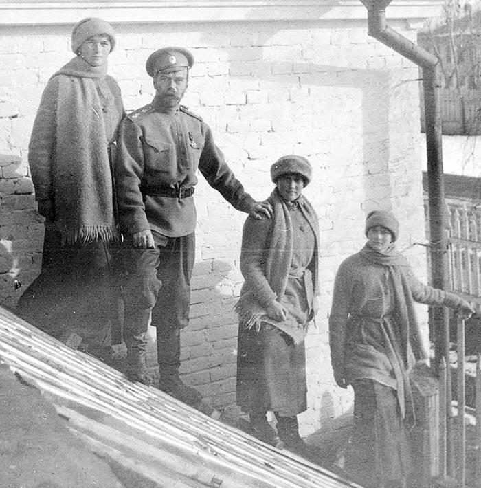 Великая княжна Анастасия Николаевна с семьей 1918 год
