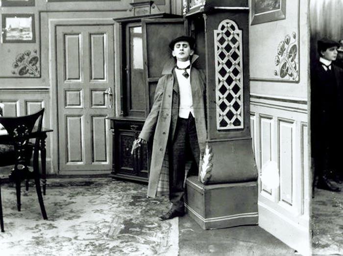 Вигго Ларсен в роли Шерлока Холмса
