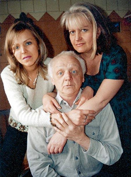 Виктор Перевалов с женой и дочерью