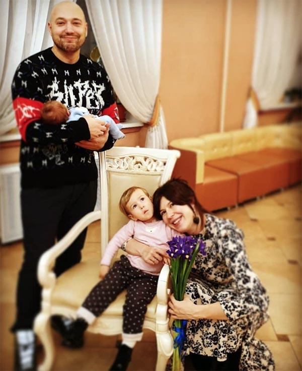 Владимир Маркони с женой и детьми