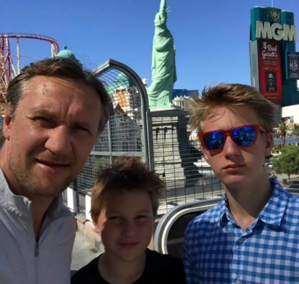 Алексей Ковалев с сыновьями