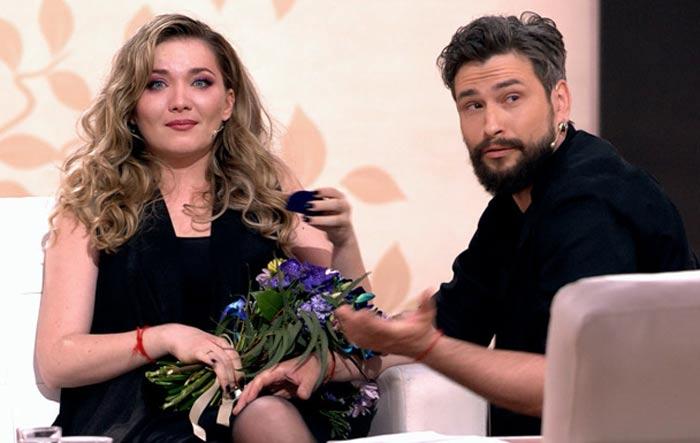 Максим Онищенко делает предложение руки и сердца Анастасии Веденской