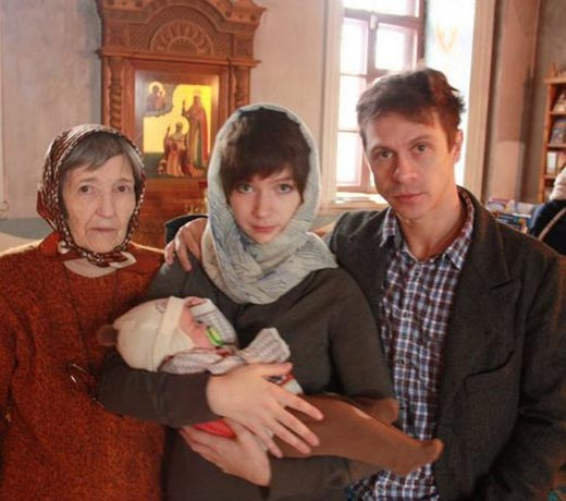 Павел Деревянко и Дарья Мясищева с дочерью Александрой