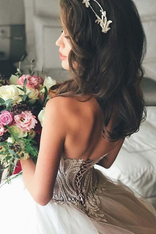 Анастасия Костенко примерила роскошное свадебное платье