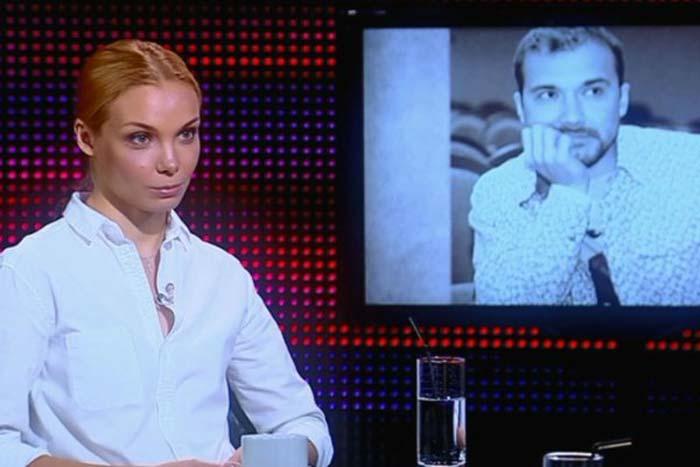 Ольга Арнтгольц в рубашке