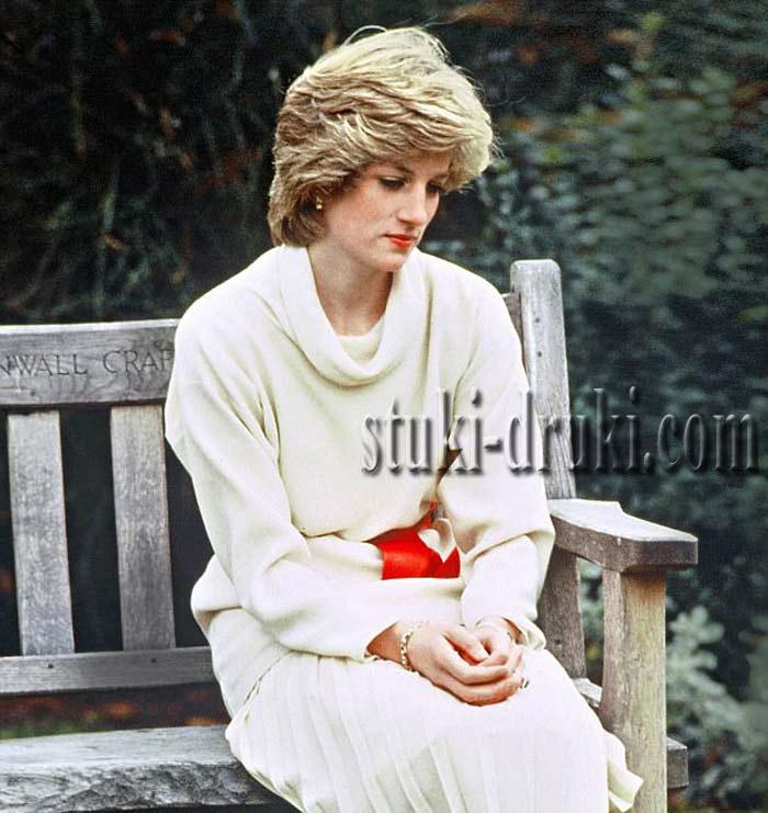 Принцесса Диана в белом платье