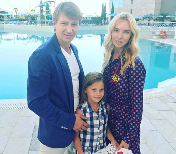 Алексей Ягудин и Татьяна Тотьмянина с дочерьми 2