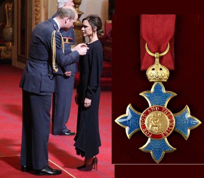 Виктория Бекхэм с медалью