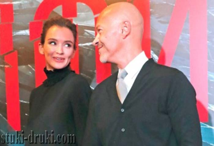 Федор Бондарчук и Паулина Андреева смотрят друг на друга