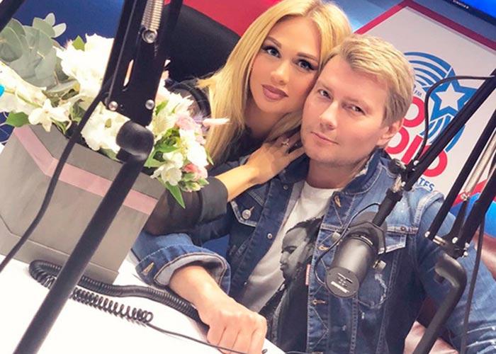 Виктория Лопырева и Николай Басков в джинсовой куртке