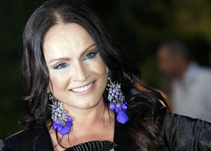 София Ротару с фиолетовыми сережками