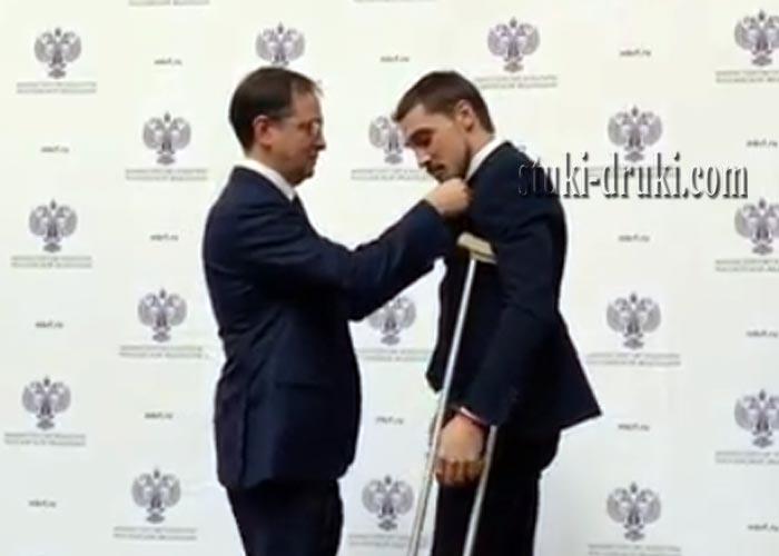 Дима Билан на костылях