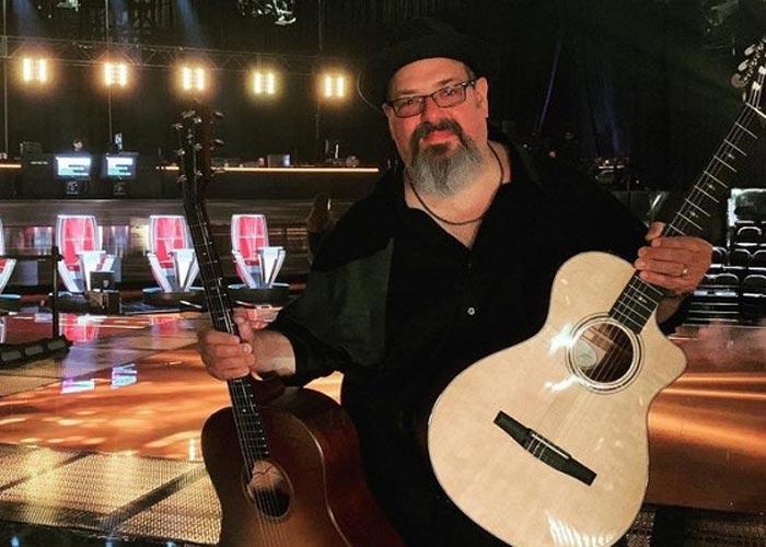 гитарист Дэн Уорнер