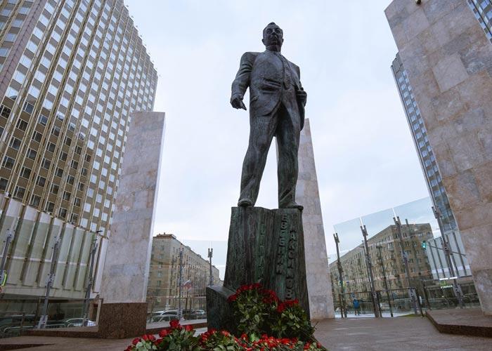 памятник Евгению Примакову